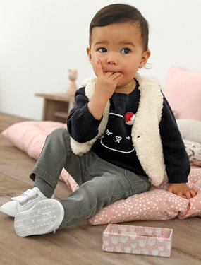 Baby-Baby Lookbook-Cute pompom!