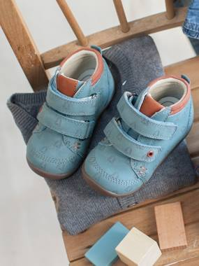 Shoes-Leather Pram Shoes with touch-fastening Tab, for Baby Boys, Designed for First Steps